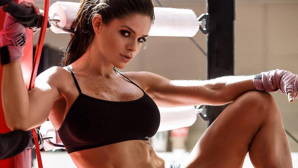Как тренируются фитнес модели заработать онлайн лабытнанги