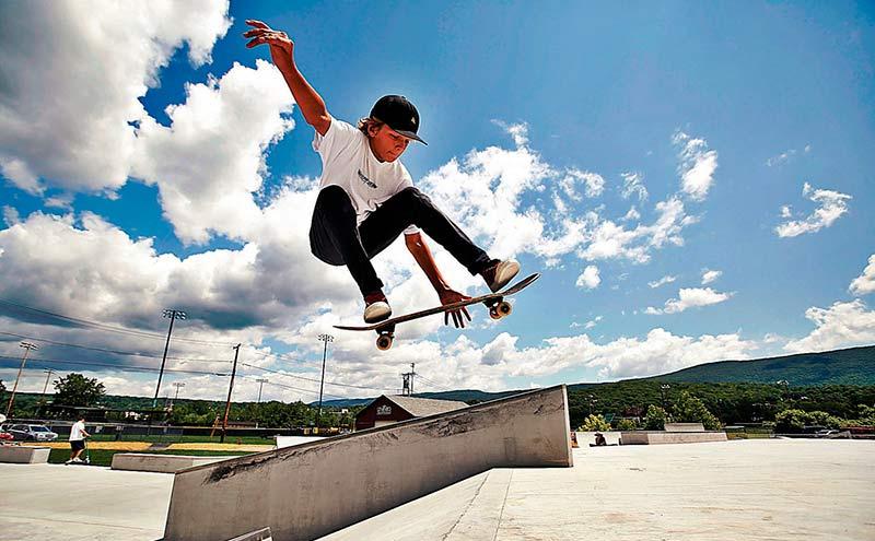 прыжок со скейтом