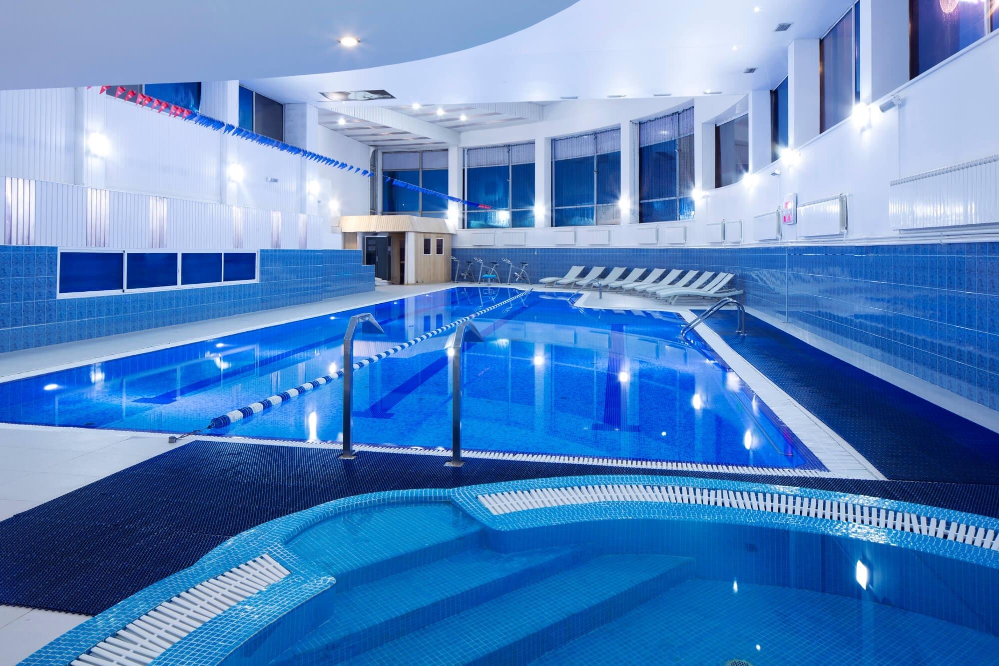 Особенно популярны у жителей и гостей москвы фитнес клубы с бассейном, так как пользу плавания не превзойдёт другой вид физической активности.