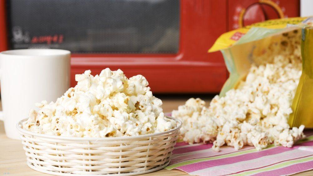 Можно ли есть попкорн на диете? Советы эндокринолога